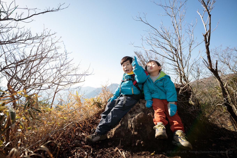 ちびっ子たちのリベンジ登山「金時山」山頂へ_c0369219_12135045.jpg