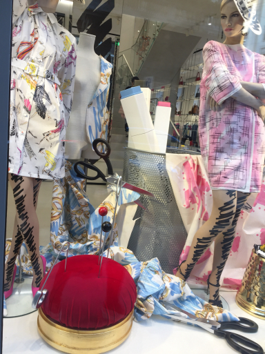 モスキーノのファッションショー_c0223630_14223014.jpg