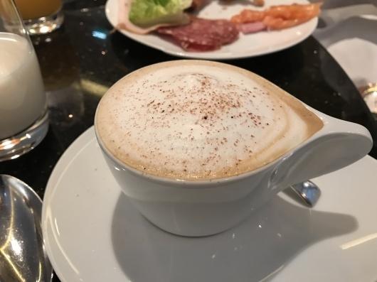 ホテルで朝食を_e0303431_17402673.jpg