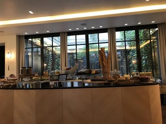 ホテルで朝食を_e0303431_17413025.jpg