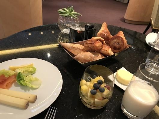 ホテルで朝食を_e0303431_17420029.jpg