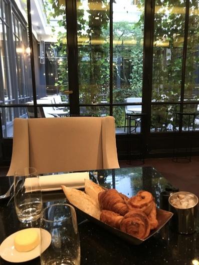 ホテルで朝食を_e0303431_17422213.jpg