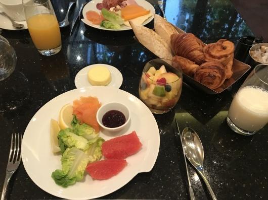 ホテルで朝食を_e0303431_17443851.jpg