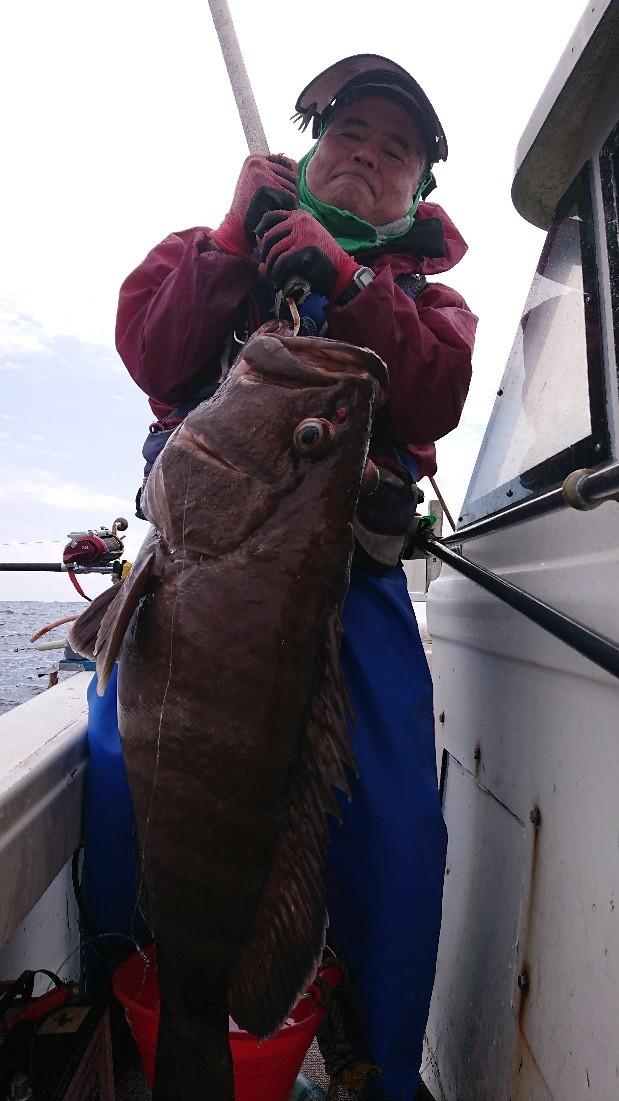 深場釣りで16キロのハ..._b0000363_11171037.jpg