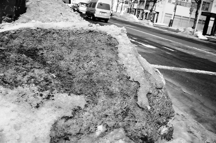 汚れた雪で馬糞風を思い出したことと昨夜の余震_c0182775_1720037.jpg