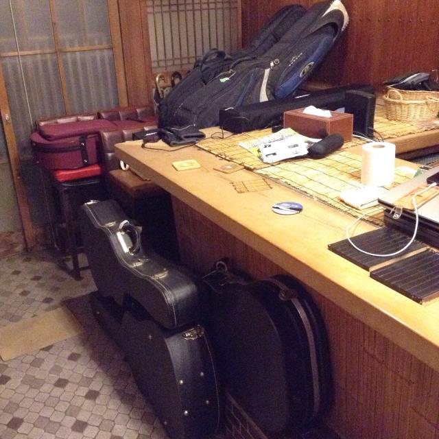 Martin D-18 1960 6本の弦相手だけでも大変なのにギターが増えると、やっぱり楽しい。_a0334793_22193259.jpg
