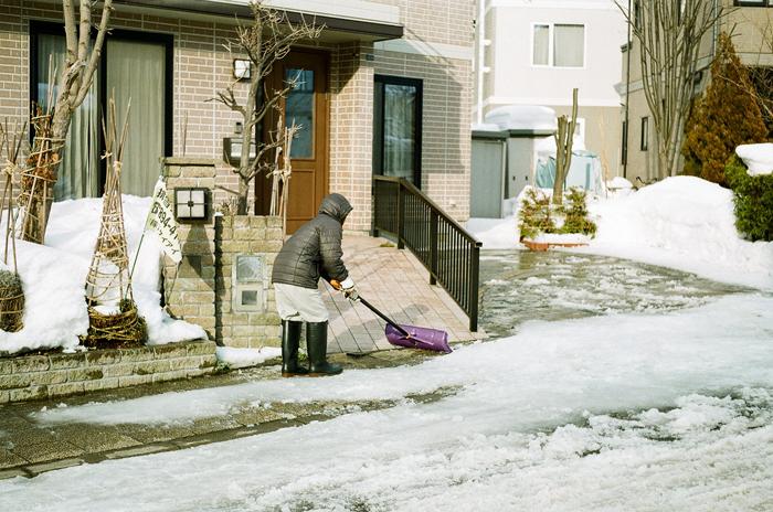 雪割り作業とラボのモノクロスキャン_c0182775_1617125.jpg