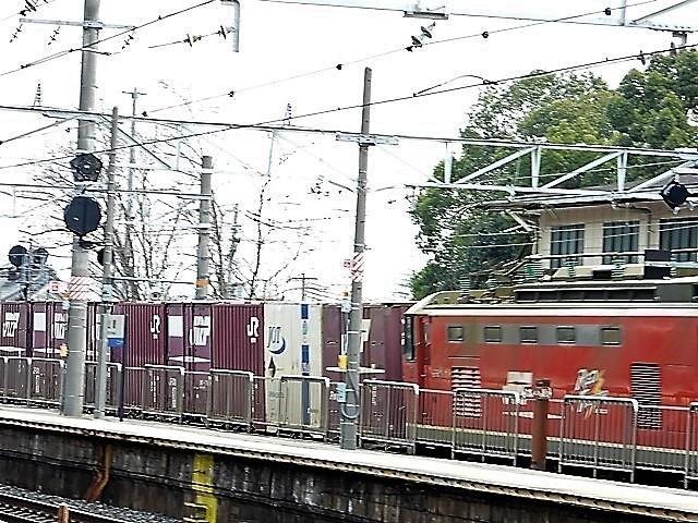 藤田八束の鉄道写真@サントリー山崎工場前で鉄道写真を撮る、山崎カーブは絶景の鉄道写真スポット_d0181492_22005693.jpg