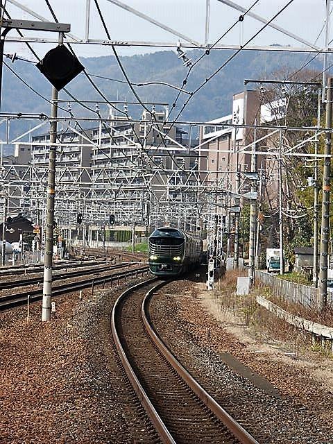 藤田八束の鉄道写真@サントリー山崎工場前で鉄道写真を撮る、山崎カーブは絶景の鉄道写真スポット_d0181492_22060116.jpg