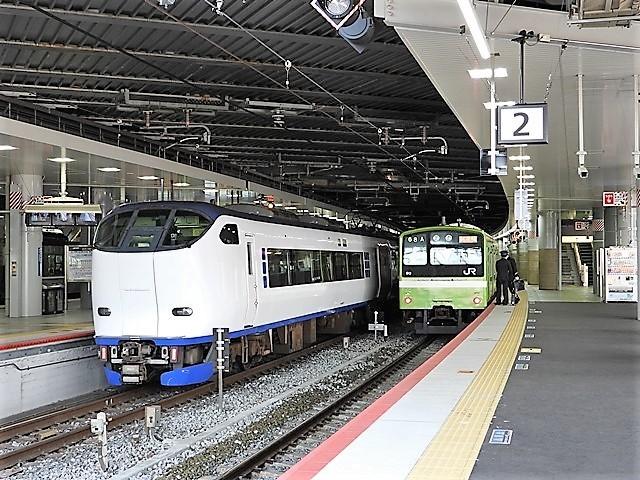 藤田八束の鉄道写真@サントリー山崎工場前で鉄道写真を撮る、山崎カーブは絶景の鉄道写真スポット_d0181492_22101688.jpg
