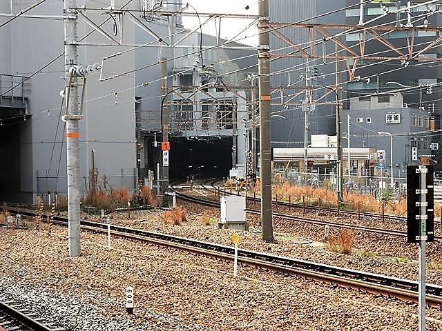藤田八束の鉄道写真@サントリー山崎工場前で鉄道写真を撮る、山崎カーブは絶景の鉄道写真スポット_d0181492_22130933.jpg
