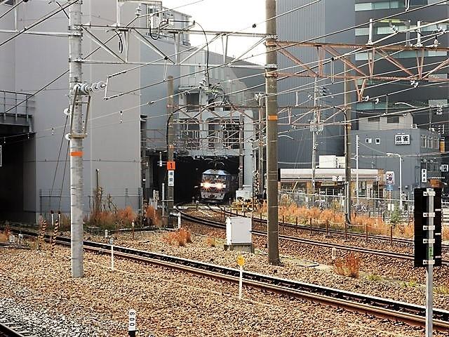 藤田八束の鉄道写真@サントリー山崎工場前で鉄道写真を撮る、山崎カーブは絶景の鉄道写真スポット_d0181492_22131721.jpg