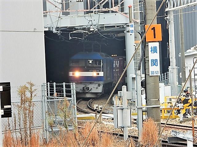 藤田八束の鉄道写真@サントリー山崎工場前で鉄道写真を撮る、山崎カーブは絶景の鉄道写真スポット_d0181492_22165228.jpg