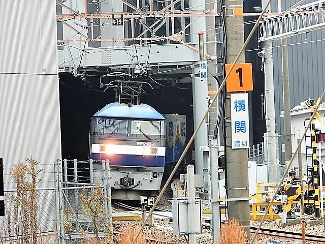 藤田八束の鉄道写真@サントリー山崎工場前で鉄道写真を撮る、山崎カーブは絶景の鉄道写真スポット_d0181492_22171111.jpg