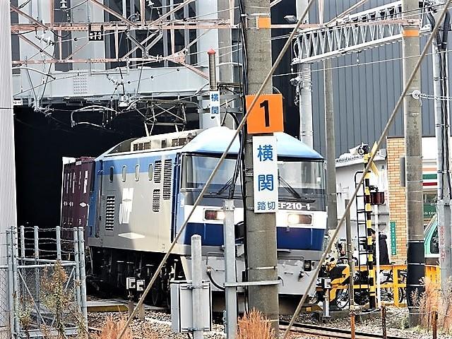 藤田八束の鉄道写真@サントリー山崎工場前で鉄道写真を撮る、山崎カーブは絶景の鉄道写真スポット_d0181492_22172008.jpg
