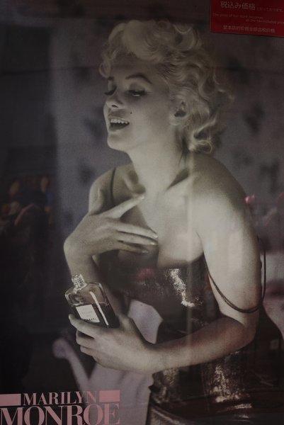 ガラスの中の女たち(1915)_b0190540_07084517.jpg