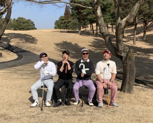 ゴルフスパイクシューズ_a0154045_06411621.jpeg