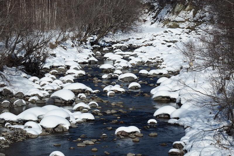川の水面に雪の造形_b0068572_21403070.jpg