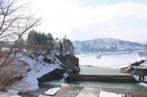 恋人の聖地・白川ダム湖畔の十四郷橋からの景色、2019.2.23_c0075701_18382783.jpg