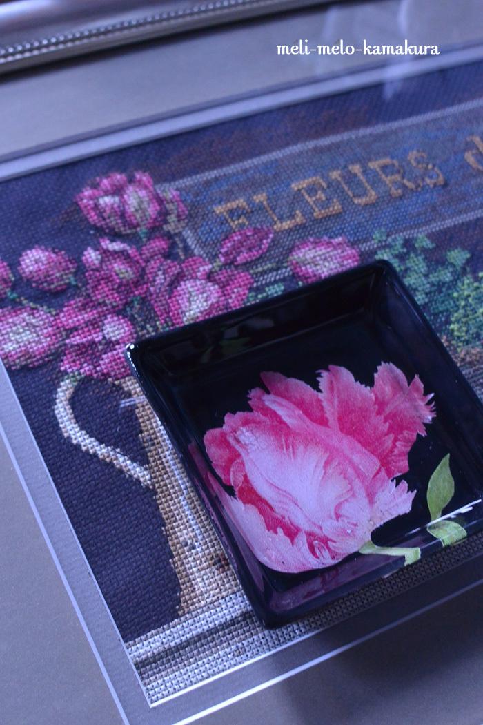 ◆デコパージュ*可憐なチューリップ柄のシックな黒いガラストレー_f0251032_16473333.jpg