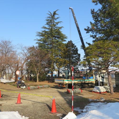工学部正門塀の解体工事用フェンス(重文本館側)の組み立て 2016.2.27_c0075701_08481410.jpg