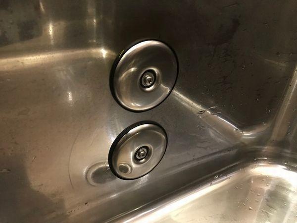 風呂釜の撤去と浴槽止水処理。_b0131012_18180798.jpg
