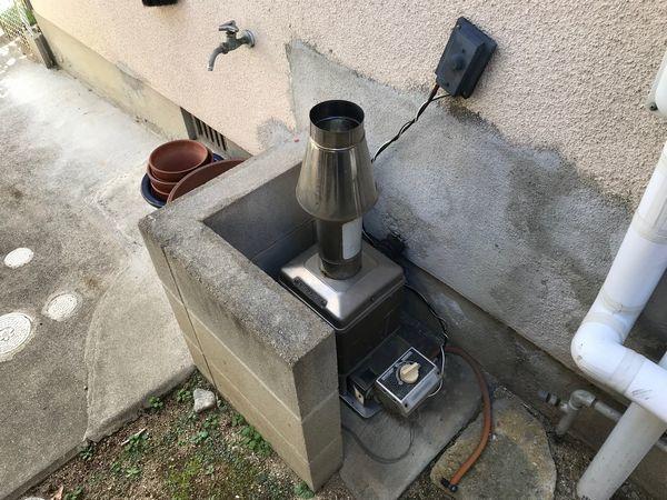 風呂釜の撤去と浴槽止水処理。_b0131012_18194075.jpg