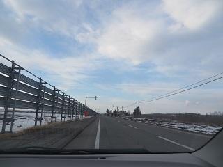 このあたりの路面は雪が全くありません_b0405523_22514875.jpg
