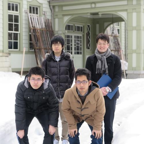物質化学工学専攻博士前期2年、田中 隆馬君が3人と一緒に重文本館を見学_c0075701_20561282.jpg