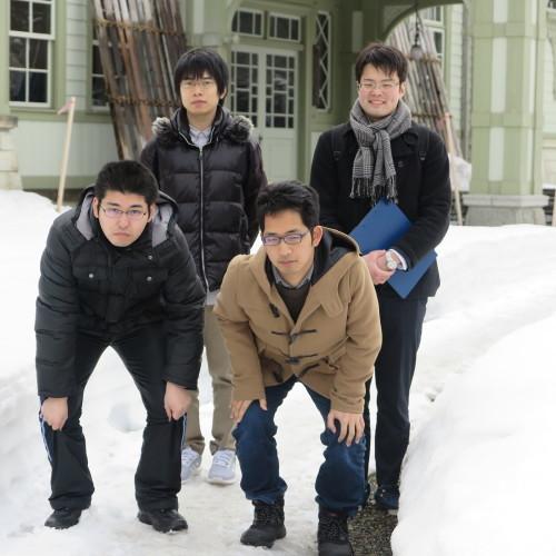 物質化学工学専攻博士前期2年、田中 隆馬君が3人と一緒に重文本館を見学_c0075701_20561703.jpg