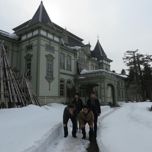 物質化学工学専攻博士前期2年、田中 隆馬君が3人と一緒に重文本館を見学_c0075701_20562644.jpg