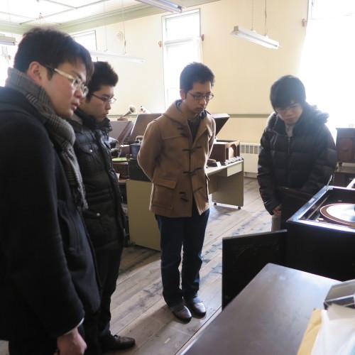 物質化学工学専攻博士前期2年、田中 隆馬君が3人と一緒に重文本館を見学_c0075701_20563521.jpg