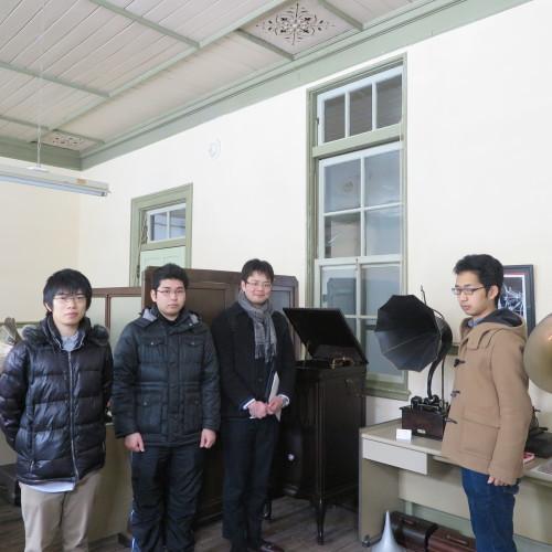 物質化学工学専攻博士前期2年、田中 隆馬君が3人と一緒に重文本館を見学_c0075701_20564262.jpg