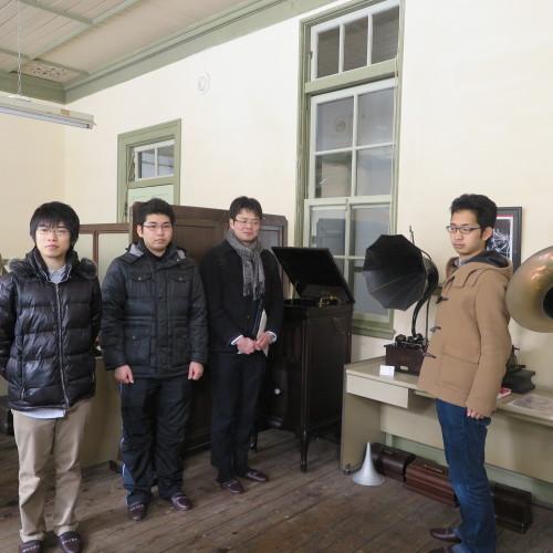 物質化学工学専攻博士前期2年、田中 隆馬君が3人と一緒に重文本館を見学_c0075701_20564660.jpg