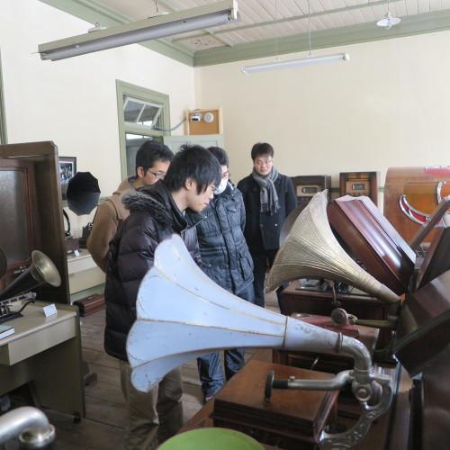 物質化学工学専攻博士前期2年、田中 隆馬君が3人と一緒に重文本館を見学_c0075701_20565959.jpg