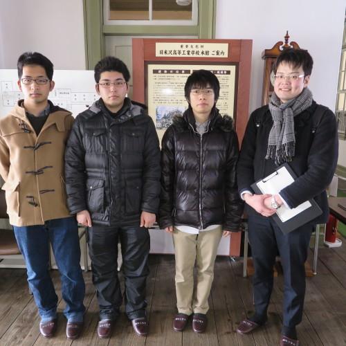 物質化学工学専攻博士前期2年、田中 隆馬君が3人と一緒に重文本館を見学_c0075701_20571183.jpg