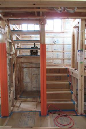「玉城の家」階段がかかりました_b0179213_20062660.jpg
