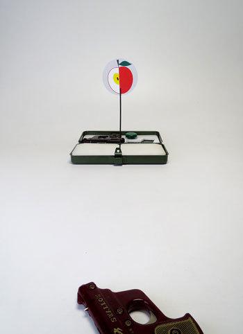 続・おもちゃピストル「ベークライト COLT」で遊ぶ_d0130640_13511638.jpg