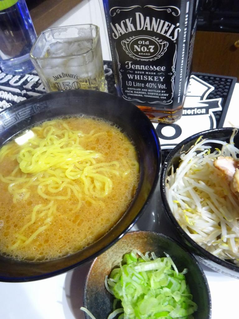 アメリカカブレかもろ日本人か分からぬ食卓 59 味噌バターラーメン_d0061678_12184542.jpg
