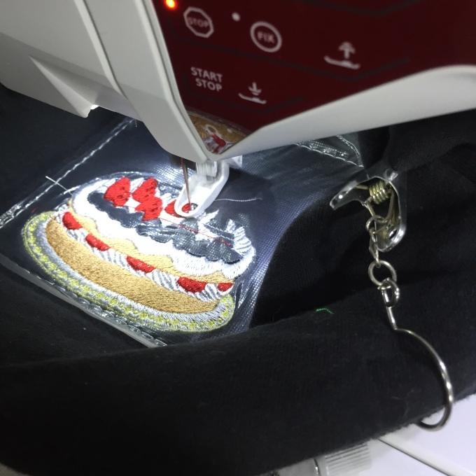 バースディケーキの刺繍_e0385587_18560842.jpeg