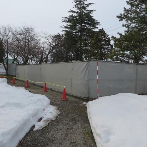 工学部正門塀の解体工事用フェンス(重文本館側)の組み立て 2016.2.27_c0075701_14365266.jpg
