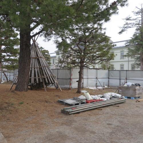 工学部正門塀の解体工事用フェンス(重文本館側)の組み立て 2016.2.27_c0075701_14371666.jpg