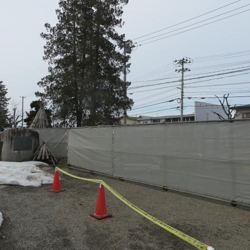 工学部正門塀の解体工事用フェンス(重文本館側)の組み立て 2016.2.27_c0075701_14375180.jpg