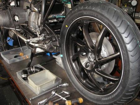 BMW R100RS改への道 5) リアホイールとスイングアーム_e0218639_10105743.jpg