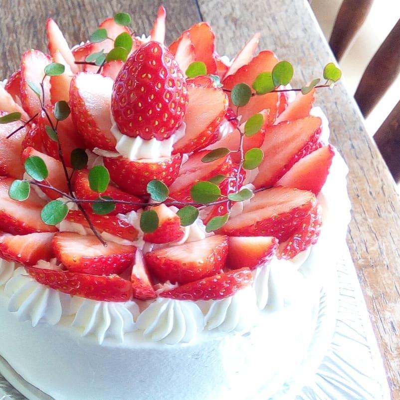 ご予約のケーキ いちごのバースデーケーキ Un Petit Peu