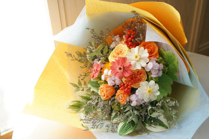 贈呈用花束 ビタミンカラーで!_a0136507_12321199.jpg