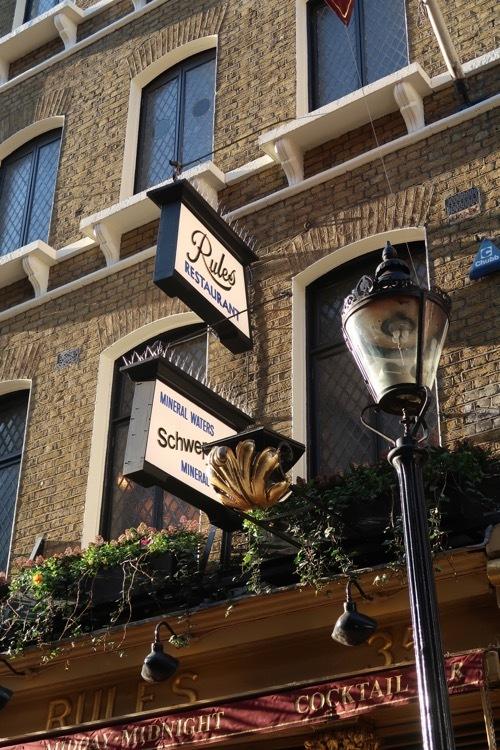 コベントガーデンの老舗レストラン Rules のステーキ&キドニープディングとパイ _f0380234_18402448.jpg