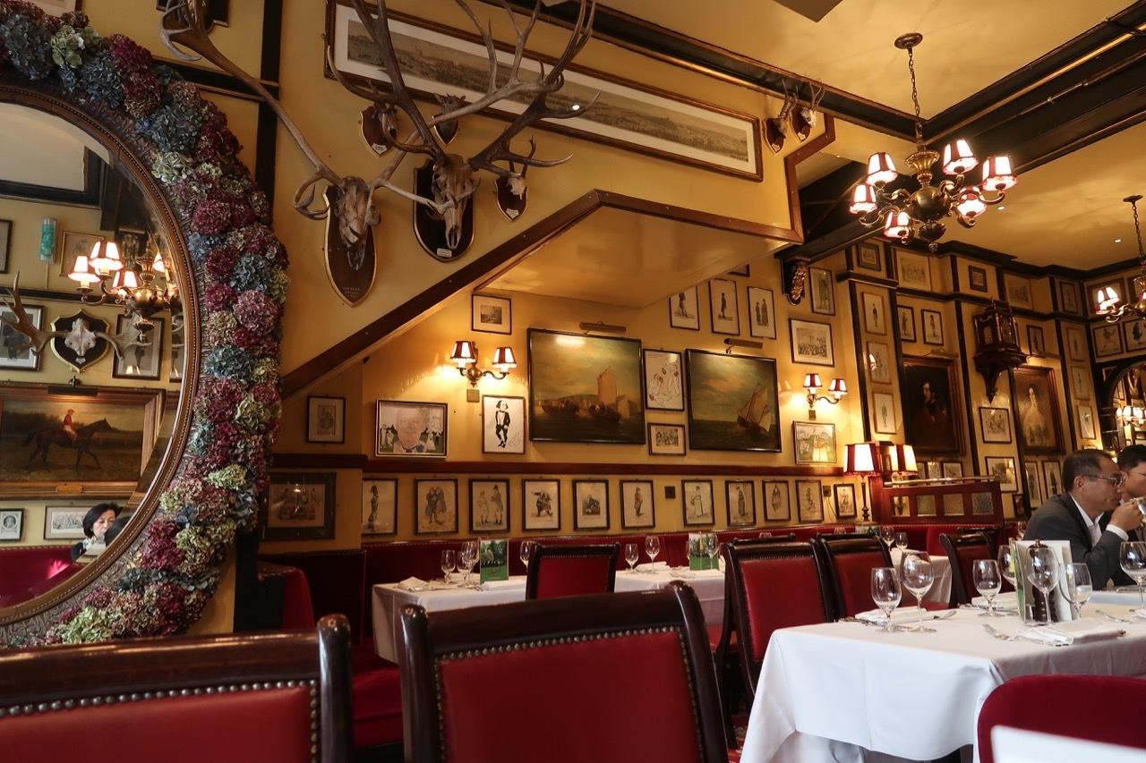 コベントガーデンの老舗レストラン Rules のステーキ&キドニープディングとパイ _f0380234_18431577.jpg