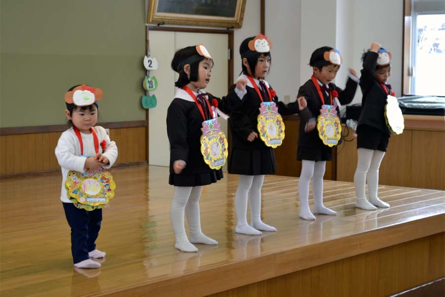 上宮第二幼稚園の「お誕生会」です。_d0353789_11452055.jpg