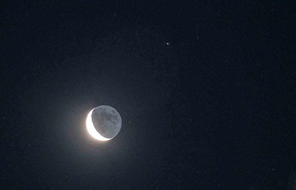 三日月と土星_f0324026_17332416.jpg